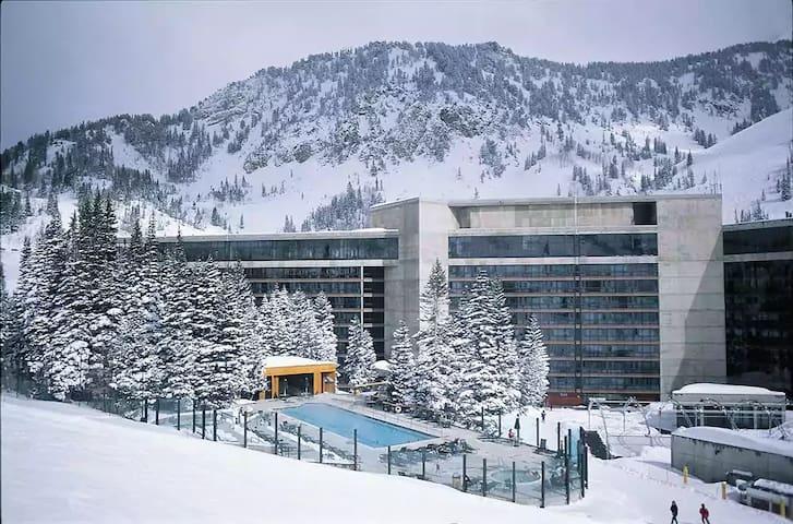 Snowbird Cliff Lodge, Feb 29-March 7, 2020