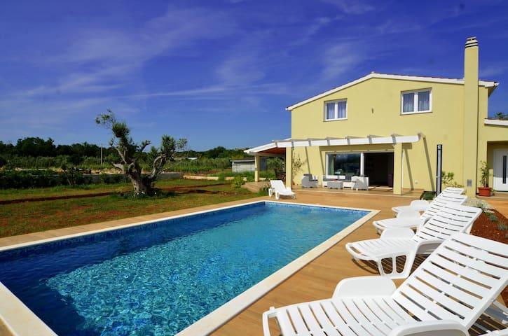 Villa with pool in Rovinj near beach - Rovinj - Villa