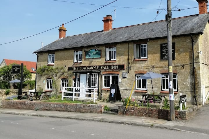 The Blackmore Vale Inn - Kingsize Bed Pub Stay