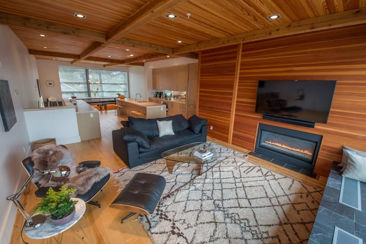 Unique Penthouse Amazing Views! - Tofino