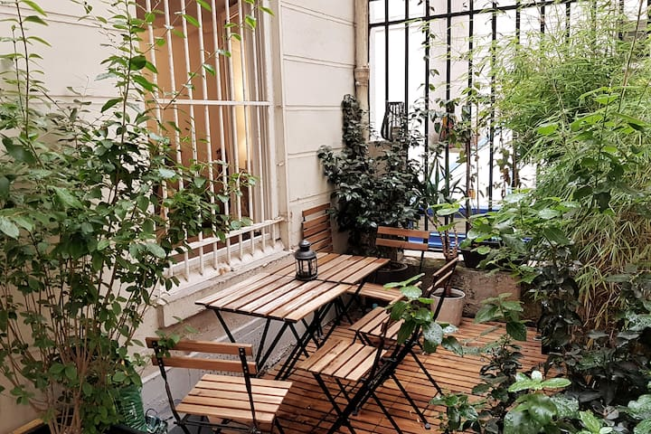 Lovely flat with terrace in the heart of Paris