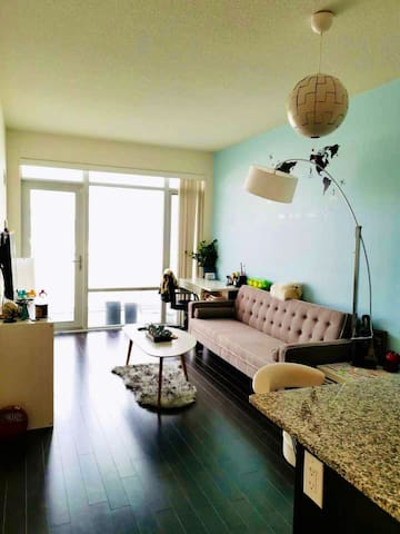 Cozy 1br condo in downtown Mississauga