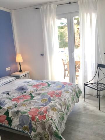 master bedroom queen size bed,