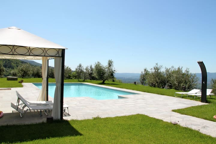 Luxury villa with pool and lots of privacy near Florence and Arezzo