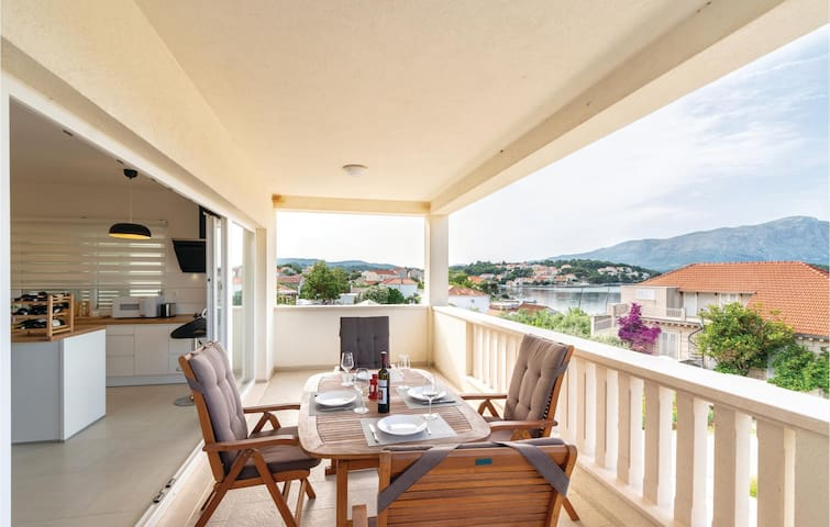 Holiday apartment with 3 bedrooms on 218m² in Lumbarda