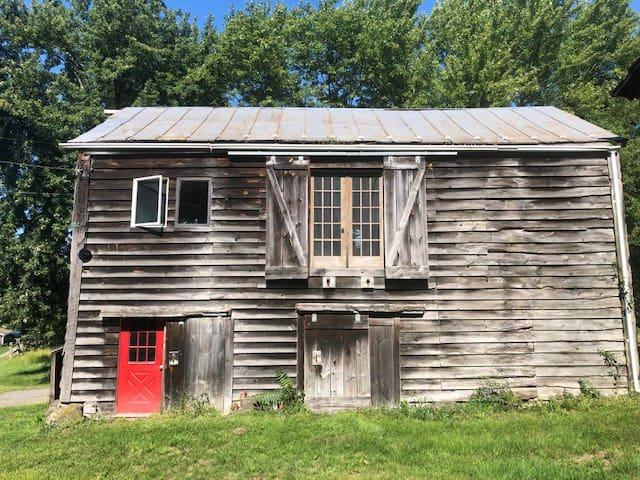 Barn Apartment in Rhinebeck on 240 Acre Farm