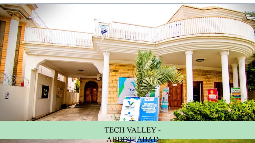 Private room wifi, butler Service - Abbottabad
