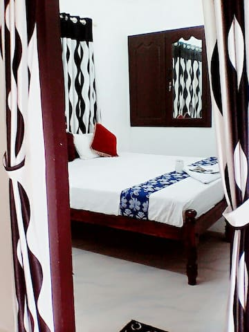 ''HONEYMOON SPECIAL PVT ROOM NEAR BEACH''