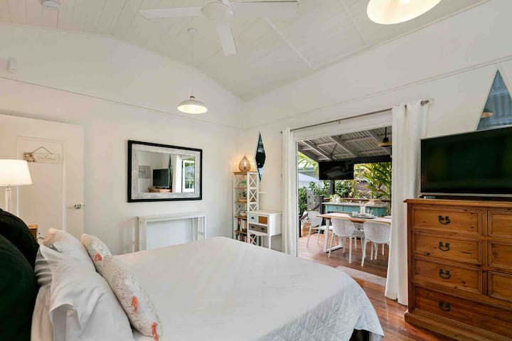 Master Bedroom 1, King Bed with Ensuite and Airconditioning, doors open onto deck. Thanks for
