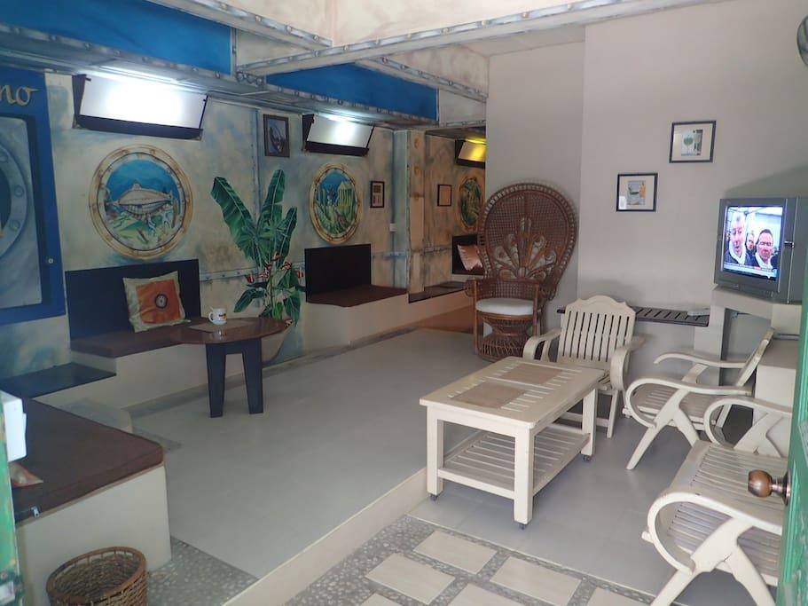 Ici, c'est chez vous; TV & Dvd,  thé et café.