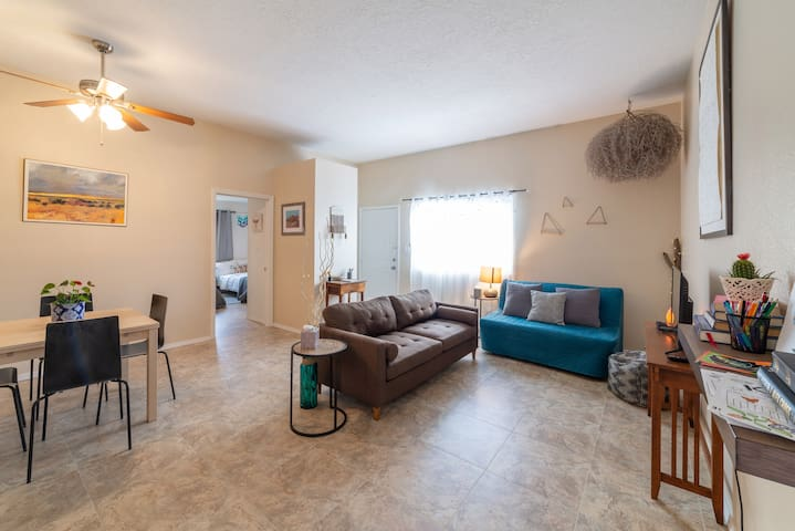 Casa Alegre - Cozy, 2 bedroom w/ Garage Parking!