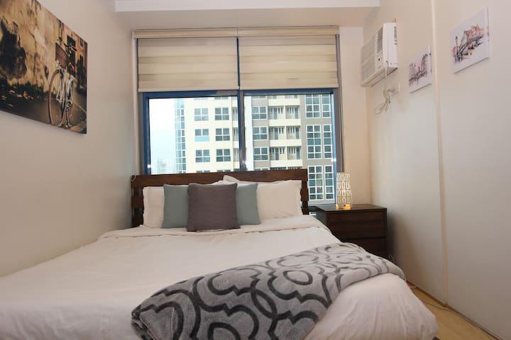 Cozy 1 Bedroom Apt in Uptown BGC (Park West)