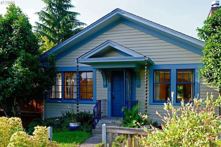 Private studio in College Hill bungalow - Eugene - Lejlighed
