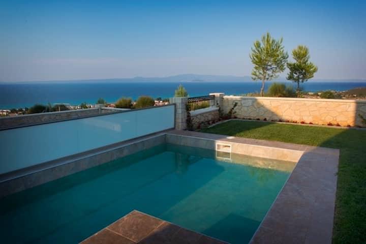 Luxury villa with sea view