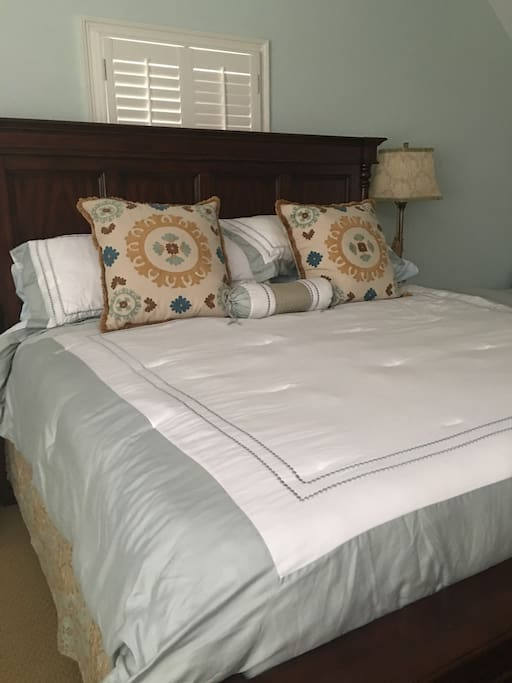 Comfy King Size Bed with another twin day bed in room with mattress underneath!