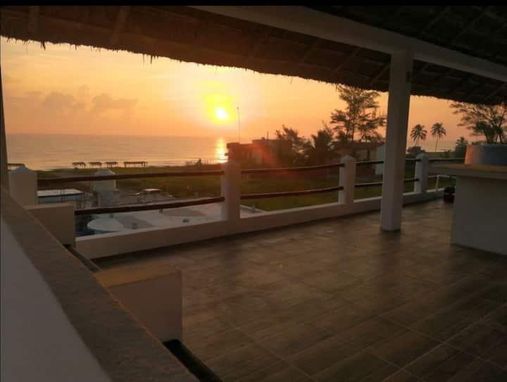 CASA SOL frente a la playa roof garden con jacuzzi