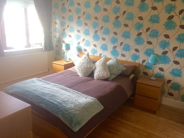 Private room w. parking near city centre / station - Chelmsford - Huis