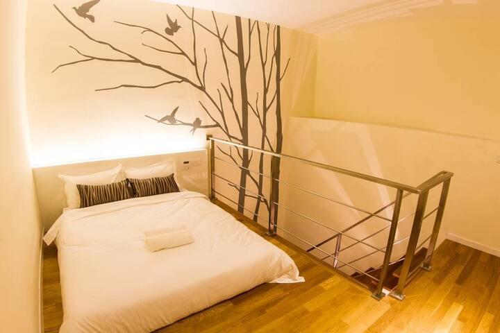 Deluxe Mezzanine Queen Suite in Hotel