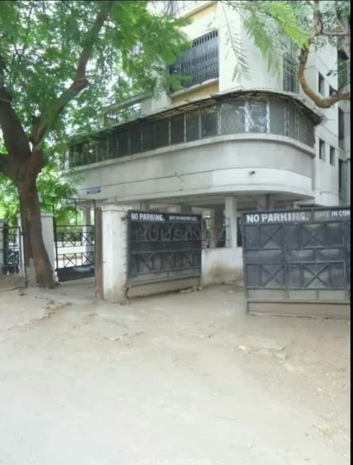 1750 sq ft specious flat with huge balcony.1st flr