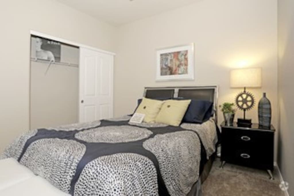 Guest Room - Queen Bed