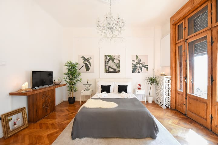 THE VINTAGE & MODERN | Calea Victoriei Apartment