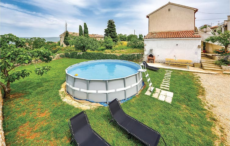 Holiday cottage with 3 bedrooms on 95 m² in Rakalj