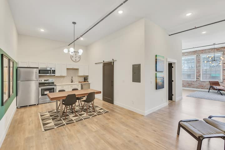Aerie No 2 Unit 12- Downtown Loft