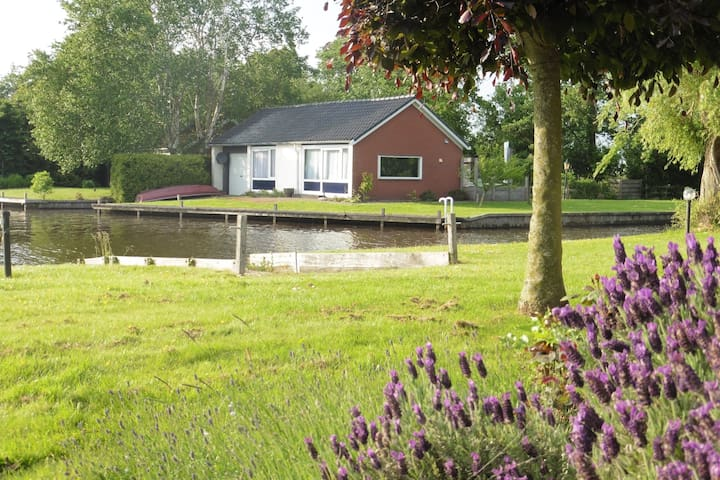 Uniquely located bungalow directly on the lake, including rowing boat