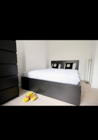 Guest bedroom with double bed