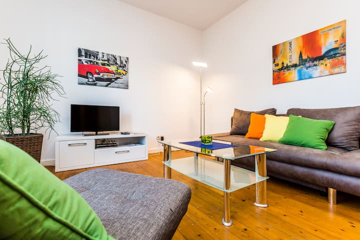 B13 conveniently located penthouse with a parking space in Bergisch Gladbach Bensberg