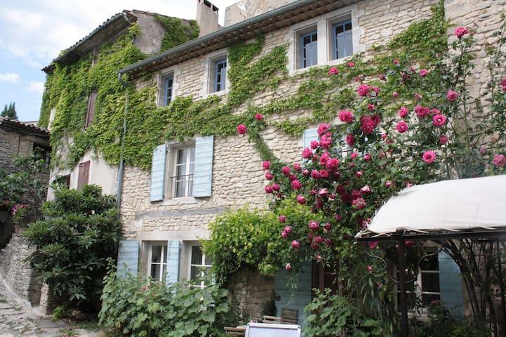 Charming Provencal Cottage Luberon