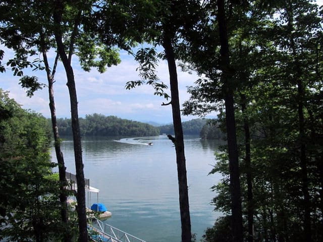 Lake Retreat!! DIRECTLY on the Lake!! - Bryson City - Hus