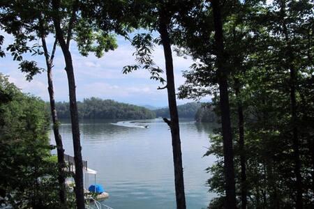 Lake Retreat!! DIRECTLY on the Lake!! - Bryson City - Huis