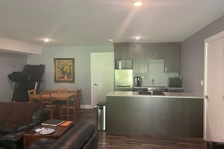 2 BR Riverfront Awesome Westsyde Suite - Dogs OK!