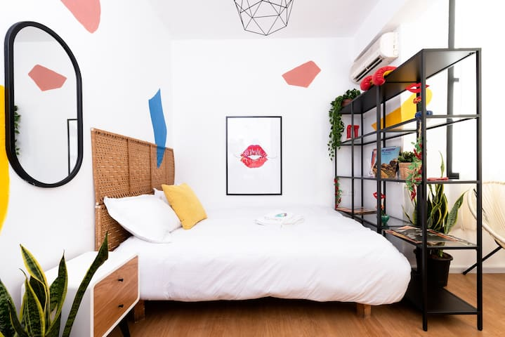 Sunny & Cool studio apartment on Dizengoff St. #9