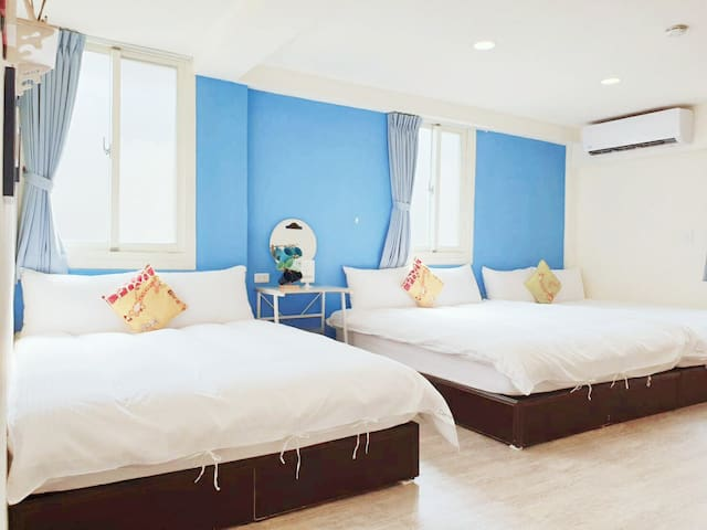 Taichung Fenggjia--brand new Room  for 6 people