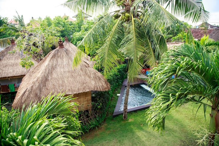 Bamboo hut, garden, pool (1,5 mill a month)
