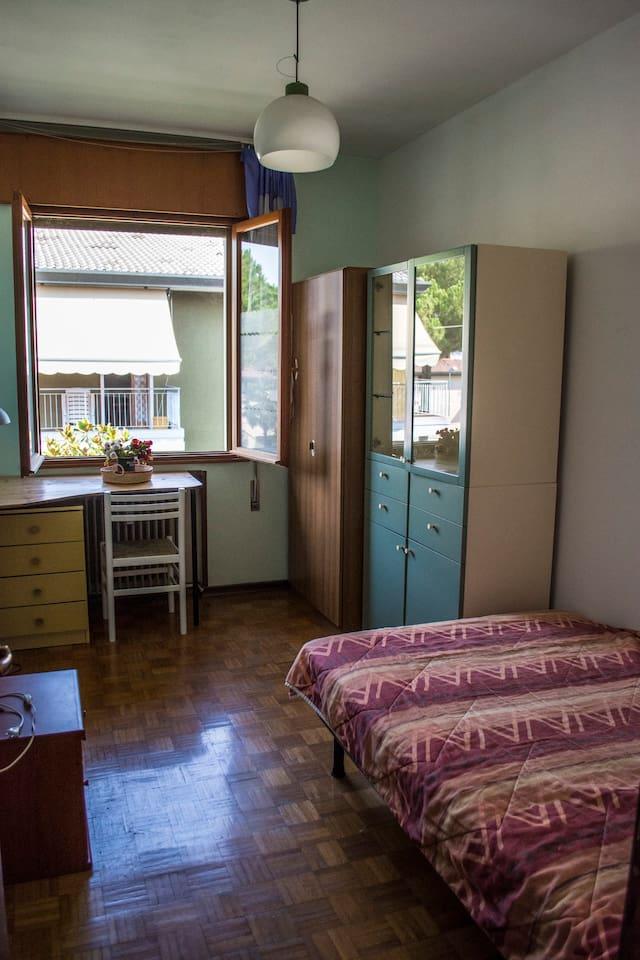 Camera singola con letto ad una piazza e mezza + ventilatore