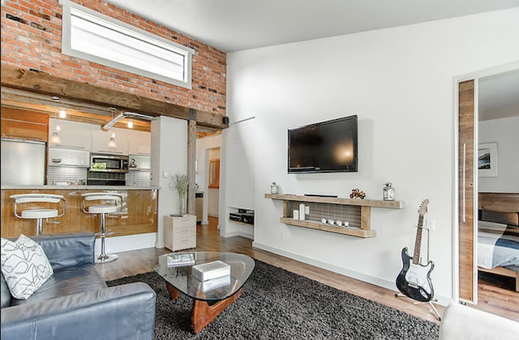 Reno'd loft in Commerical Drive - Vancouver - Wohnung