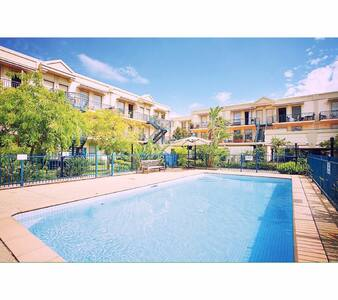 Great space in lush complex with pool - Fitzroy North - Wohnung