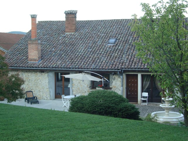 Chambres dans vaste maison calme avec piscine - Tullins