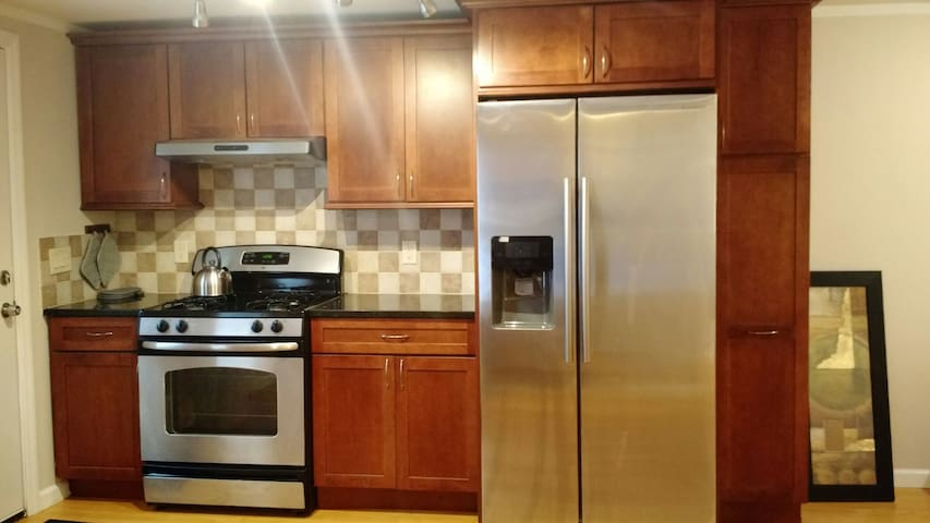 Gorgeous Apt w/Parking Downtown - Greenwich - Leilighet