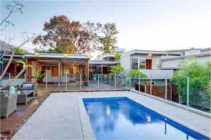 Luxury large family home in Mt Claremont