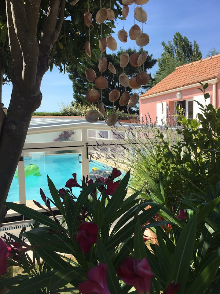 Studio mezzanine avec piscine proche centre et mer