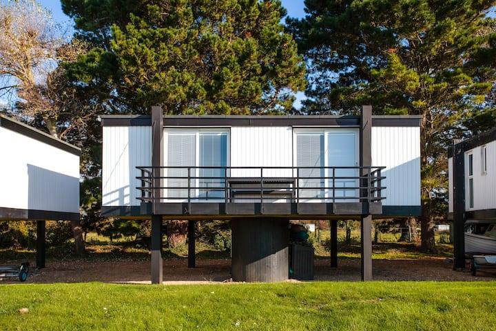 2 Bedroom deckhouse in Emsworth