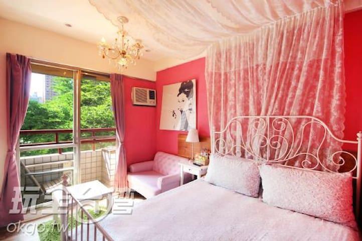 溫馨粉紅跑泡409,電梯大樓,有獨立衛浴及陽台,步行到逢甲夜市約8分鐘