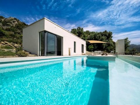 Design Villa met zwembad in ongerepte natuur