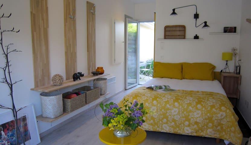 Chambre indépendante avec terrasse et jardin