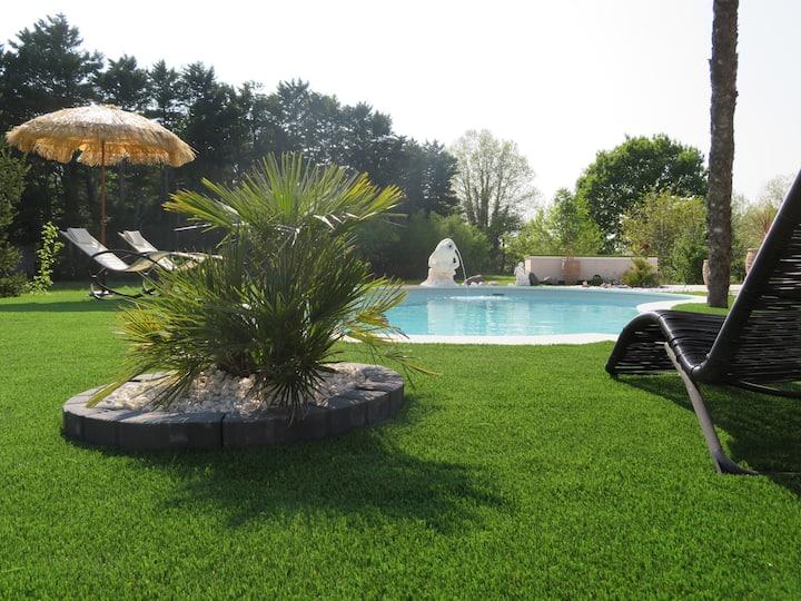 Studio indépendant et piscine à l'isle/sorgue RdC