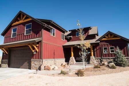 New Luxury cabin Bear Lake Utah - Garden City - Mökki